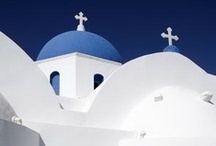Cyclades / Cyclades is a Greek island group in the Aegean Sea, southeast of mainland Greece and a former administrative prefecture of Greece. They are one of the island groups which constitute the Aegean archipelago.
