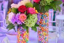 O nunta multicolora / O ploaie de culori, de veselie, de energii pozitive. Flori in culori vii alaturi de sute de bomboane dulci.  A rain of colors, happiness, good vibes. Flowers in fresh colours, that came along with hundreds of sweet candies.