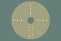 labyrintisme | labyrintisme.be / www.labyrintisme.be  *Solvitur Ambulando – It Is Solved By Walking *    Labyrinths offer the opportunity to walk in meditation to the place within us where the rartional merges with the intuitive and the spiritual is reborn.  Het stappen van een labyrint is als het aanvaarden van een uitnodiging om te bidden, te mediteren, te denken, dromen, vieren of spelen, een plek om inspiratie op te doen. Het labyrint lopen vermindert stress, kalmeert de geest, houdt de voetjes op grond en opent het hart.