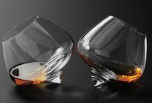 Cognac, eau-de-vie ❦ / Le cognac est une eau-de-vie fine à base de raisin, produite dans une région délimitée centrée autour de Cognac