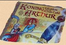 Koning Arthur feestje / Een spannend en actief ridder feestje rondom het thema van de wereldberoemde legende van Koning Arthur. Speel, organiseer of maak dit ridderfeestje als bordspel XXL of bosspel nu bij jezelf thuis! Het bosspel wordt buiten gespeeld en bestaat uit twee verschillende onderdelen: Verover de Schatten en de Ultieme Ridderuitdaging.