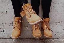 """Timberland : la sélection wheat nubuck / Le """"wheat nubuck"""" c'est ce fameux cuir jaune qui caractérise les mythiques Yellow Boots ! Retrouvez-le désormais sur un large choix de modèles de chaussures, de boots et de talons aux looks riches et variés."""