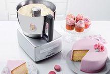 Torten, Kuchen, Backen, Präsentieren / Torten sagen mehr als tausend Worte. Deshalb präsentieren wir euch tolle Porzellan-Kuchenplatten & Küchenmaschinen zum Backen. Folgt uns ins Tortenglück. Lieben Dank an Sugar & Spice / Fairycakes, deren Cupcakes und Räumlichkeiten wir für das Fotoshooting nutzen durften. <3