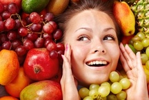 Foods that make you look younger / Nuts are a power-packed source of essential vitamins and mono-unsaturated fatty acids. These nutrients are vital to the reconstruction of damaged skin.