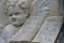 Arte Cemiterial / O Cemitério do Campo Santo é uma necrópole situada no município brasileiro de Salvador. O cemitério é conhecido pelas belas imagens de santos que se constitui um museu a céu aberto. É o mais antigo de Salvador e um dos mais antigos do Brasil, sendo o maior do norte, nordeste e centro-oeste do Brasil.