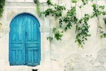 Haustüren, Vintage / Haustüren, Haustore, Portale die Geschichten erzählen. Bunt und alt.