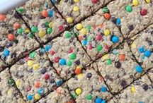 *Flourless Desserts* / Cookies, brownies and other healthy desserts made without flour