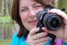 Laat je zien!! Portretten / Zichtbaar Jij / Als Coach met camera verbind ik (portret)fotografie en coaching. Vind je het lastig om voor de camera te staan, of vind je jezelf nooit leuk op een foto staan? Dan is een Laat je zien! shoot iets voor jou! Tijdens een ontspannen shoot zijn we samen 'onderweg' op een mooie locatie om jouw mooie binnenste naar buiten te halen. Je houdt er prachtige foto's aan over, maar vooral... een ander zelfbeeld!  Meer informatie of boeken? www.zichtbaarjij.nl