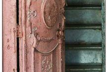 Doors / How interresting to open theese doors
