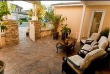 San Diego Pavers - Courtyards / Courtyard hardscaping can work together with landscaping to create a beautifully integrated space all your own. Nothing helps take away the stress of the day like enjoying your great outdoors. Pavers are the perfect fit for your courtyard surrounded by natural elements. Western Pavers, with it's certified landscape designers and landscape architects, can provide the options and expertise necessary to create your ultimate courtyard pavers solution.