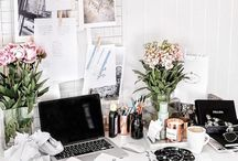 D E S K / I think I'd work better with a desk that looked like the below
