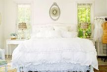 White Rooms and Deco / White bedrooms, white living rooms, white spaces, white decorations, white decor