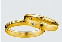 Colectia Light / Cu un design al verighetelor mereu în tendinţe, Saint Maurice vă oferă o colecţie deosebită de bijuterii din aur alb, aur galben, sau aur roşu, toate prelucrate cu mare atenţie de bijutierii noştri profesionişti. Colecţia Light vă  propune verighete cu un design modern, cu suprafeţele satinate sau lucioase, iar pentru un plus de eleganţă, aveţi posibilitatea de a selecta verighete cu unul sau mai multe briliante.