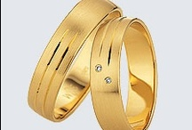 Colectia Slim / Încrustate sau nu cu briliante atent selecţionate, verighetele din colecţia Slim combină nobilitatea aurului galben cu rafinamentul aurului alb.  Alegeţi din multitudinea de modele de verighete din aur alb, galben sau roşu cu briliante strălucitoare. Puteţi de altfel să propuneţi propriul model, iar noi îl vom crea cu cea mai mare plăcere.
