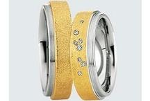 Colectia Steel & Gold /  Colecţia Steel & Gold caracterizată prin sobrietate, vă propune combinaţia îndrăzneaţă, dintre oţelul dur si aurul galben – cald şi plin de viaţă, sau aurul roşu – şic şi cu o strălucire unică. Verighetele din colecţia Steel & Gold, finisate cu talent de maeştrii nostri bijutieri germani, au forme şi nuanţe spectaculose. Fiţi îndrăzneţi şi alegeţi verighetele din aur şi oţel, marca Saint Maurice.