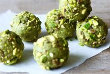 Ⓥ Bliss Balls / Raw, vegan and healthy little treats | Bliss Ball Recipes