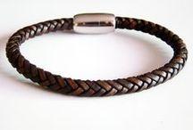 """Bracelets de cuir tressé, collection Baroudeur / Bracelets de cuir tressé à six brins (tressage style """"chevrons"""", exclusivité Made in Bretagne). Fermoir magnétique en acier inoxydable."""