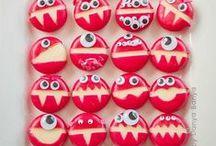 Gruselparty - Essen    Kindergeburtstag / Du planst eine Mottoparty zum Thema Halloween oder Monster bei Deinem nächsten Kindergeburtstag? Dann findest du hier die passenden Rezepte und Ideen!