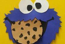 Sesamstrasse - Ernie, Bert und das Grümelmonster laden zum nächsten Kindergeburtstag ein / Dein Kind steht auch so sehr auf die süßen Figuren aus der Sesamstraße? Dann mach doch zum Kindergeburtstag eine Sesamstraßen-Party! Hier haben wir viele schöne Ideen für Deinen nächsten Kindergeburtstag zum Motto Sesamstrasse gesammelt. Auf blog.balloonas.com findest Du noch viele weitere Ideen und tolle Vorlagen für Deinen Kindergeburtstag  #kindergeburtstag #motto #mottoparty #sesamstrasse #balloonas #einladung #invitation #birthday #party #ernie #bert #krümelmonster #diy #vorlage #download