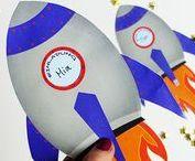 Galaktische Idee für die Weltraum-Kindergeburtstags-Party / Der Weltraum - unendliche Weiten! Und vielfältige Ideen für eine perfekte Kindergeburtstagsparty! Wir haben die schönsten in diesem Board gesammelt, um eine galaktische Party zum Motto Weltraum zu machen. Da können alle Astronauten und Sternenjäger viel Spaß haben! Weitere Ideen für Deinen Kindergeburtstag - mit vielen Tipps für Einladungen, Dekoration, Spiele, Essen und Give-Aways findest Du auf blog.balloonas.com #kindergeburtstag #weltraum #party #motto #mottoparty #galaxy #essen #einladung
