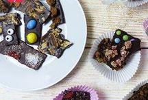 Schokoladen-Party! Der süße Spaß am Kindergeburtstag / Eine Schokoladenparty zum Kindergeburtstag ist der absolute Hit! Alle lieben diese süße Nascherei! Warum sie nicht mal selbst machen? Hier haben wir noch ein paar passende Ideen rund um die Party zusammen gestellt. Auf blog.balloonas.com zeigen wir Dir, wie Du Schokolade schnell selbst machen kannst. #kindergeburtstag #motto #mottoparty #schokolade #balloonas #süß #sweet #einladung #aktivitäten