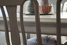 Dinning table makeover with ASCP / Dinning table makeover using Annie Sloan chalk paint® mixing Old white with 10% Paris gray, sealed  with clear and dark wax.