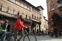 Bologna / Enjoy privileged, personalized attention from our private guides on our special walking tours and visit Bologna's most famous monuments.