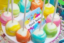 Marshmallow party ideas / Marshmallows are so versatile, readily available in lots of sizes and reasonably cheap. Add a bit of creativity and the possibilities are endless.