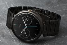 Moto 360 / Motorola has been the first company presenting a smartwatch with a round sphere, its exclusive design, plus the incorporation of the Android wear as operating system, make it one of the most desired smartwatches right now.