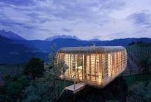 Arquitectura Sustentable/Eco-amigable / Tablero que muestra proyectos ajenos a Mo.A, que sirven para expresar nuestras preferencias arquitectónicas