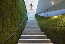 Interiores Escaleras / Tablero que muestra proyectos ajenos a Mo.A, que sirven para expresar nuestras preferencias arquitectónicas