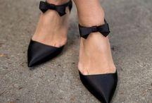 scarpe - borse - accessori indispensabili / Oggetti di largo consumo