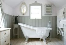 British Country Bathroom / If you're a fan of vintage and shabby chic then the British Country Bathroom theme/design is the way to go. Complete with rubbed wood surfaces, a quaint colour palette and accents that include ornate chairs, plenty of flowers and beautifully carved dressers.