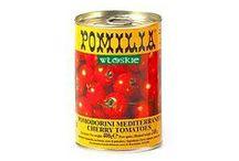 Włoskie pomidory i przeciery / Najważniejszym włoskim warzywem są pomidory, dlatego nie mogło ich zabraknąć w sklepie internetowym Włoskie Delikatesy wloskiedelikatesy.pl. Oferujemy pomidory z południa Włoch gdzie dojrzewają w sycylijskim słońcu, następnie są suszone i zalane olejem tworząc produkt zwany pomodori secchi będący podstawą do przyrządzania red pesto. Innym produktem są zakonserwowane pomidory pelati - całe pomidory bez skórki, pomidory pokrojone w kostkę, czy też pomidory rozdrobnione.