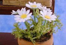 Miniature Tuts - plants / how to make plants and garden items in miniature.  Como fazer plantas e itens de jardim em miniatura.