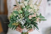 WEDDING BOUQUETS / Wild and floral wedding bouquets for bride and her bridemaids.