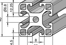 Profile aluminiowe / Profile aluminiowe znajdują zastosowanie przy budowie osłon maszyn, stanowisk roboczych, transporterów, manipulatorów wieloosiowych oraz całych linii produkcyjnych.