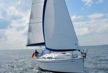 Segelyachten und Motorboote