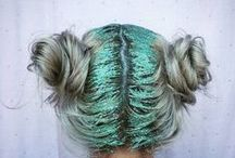 TREND: Glitter Roots / Glitter Roots, normally accompanied by brightly coloured space buns