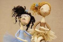 Bonecas - Dolls / by Letícia de Alarcon