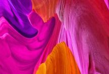 Katalog ZKStudio / Wyraziste bloki koloru, color coding sekcji, wycięcia/rozwiązania na wizytówki, składane broszury, color scheme: czerwony/pomarańcz/czarny/biały (jak www.zkstudio.pl)