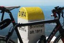 Mont Ventoux 70km du Camping Pegomas / Balayé violemment par les vents, le Mont Ventoux est le plus haut sommet du Vaucluse (84). Coiffé d'une crête blanche qui lui donne l'illusion de neiges éternelles, son pic le plus haut s'élève à 1912m. De son sommet, et par beau temps, s'étend une vue à 360° des Alpes jusqu'à la mer Méditerranée, des massifs des Écrins à ceux des Cévennes, de la montagne Sainte-Victoire aux Alpilles en passant par l'étang de Berre et revenir vers la vallée du Rhône.