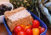 Eten en drinken / Veel gestelde vragen over voeding voor kinderen. Bijvoorbeeld hoe je een kind aan het eten krijgt, gezonde voeding, voeding bij allergie en ideeën voor een gezonde, leuke lunchtrommel.