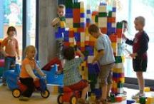 Spelen / Spelontwikkeling van kinderen, spelsituaties en spelomgevingen. Door inzicht in de verschillende spelniveaus, hoe het spel begeleid kan worden en het aanbod van spelmaterialen, kunt u goed aansluiting vinden bij het spel van het kind.