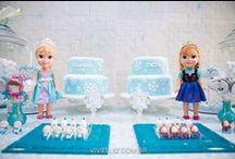 Festa frozen / Festa frozen. Decoração festa frozen. Festa azul e branco. Neve. Você quer brincar na neve?