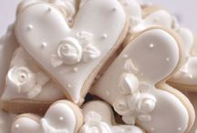 Cookies / You can make Cookies beautiful and creative as well as cakes and cupcakes. Flat and shaped decorated cookies and macaroons.