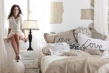 Van Gils | Riverdale / Met de woonaccessoires van Riverdale is het eenvoudig om het interieur steeds weer een andere uitstraling te geven. Warm en behaaglijk in de winter, fris en luchtig in de zomer. Zo ziet je huis er altijd fashionable uit!
