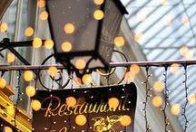 Passages Couverts Parisiens / Vues des plus belles galeries et passages couverts où se pressaient les Parisiens dans la première moitié du XIXème siècle pour faire leur shopping ou leur rendez-vous galant avant la destruction de la plupart d'entre eux lors des grands travaux du Baron Haussmann.