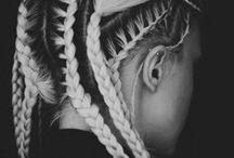 .capillī. / Hair, hair, hair..