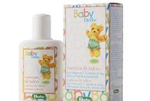 BABY VERZORGING   COWBOY BILLY / Je wilt je baby de beste start meegeven. Daarom maak je belangrijke keuzes voor je baby; borstvoeding geven als het kan en anders de veiligste babyvoeding die er is. Je kiest daarom voor de beste huidverzorging; een natuurlijk product die de natuurlijke bescherming van de baby niet aantast maar ondersteunt. Baby Derbe werkt zacht en strelend op de jonge huid van je kindje.